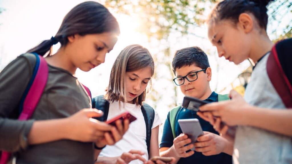 Çocuğunuza Kaç Yaşında Telefon Almalısınız?